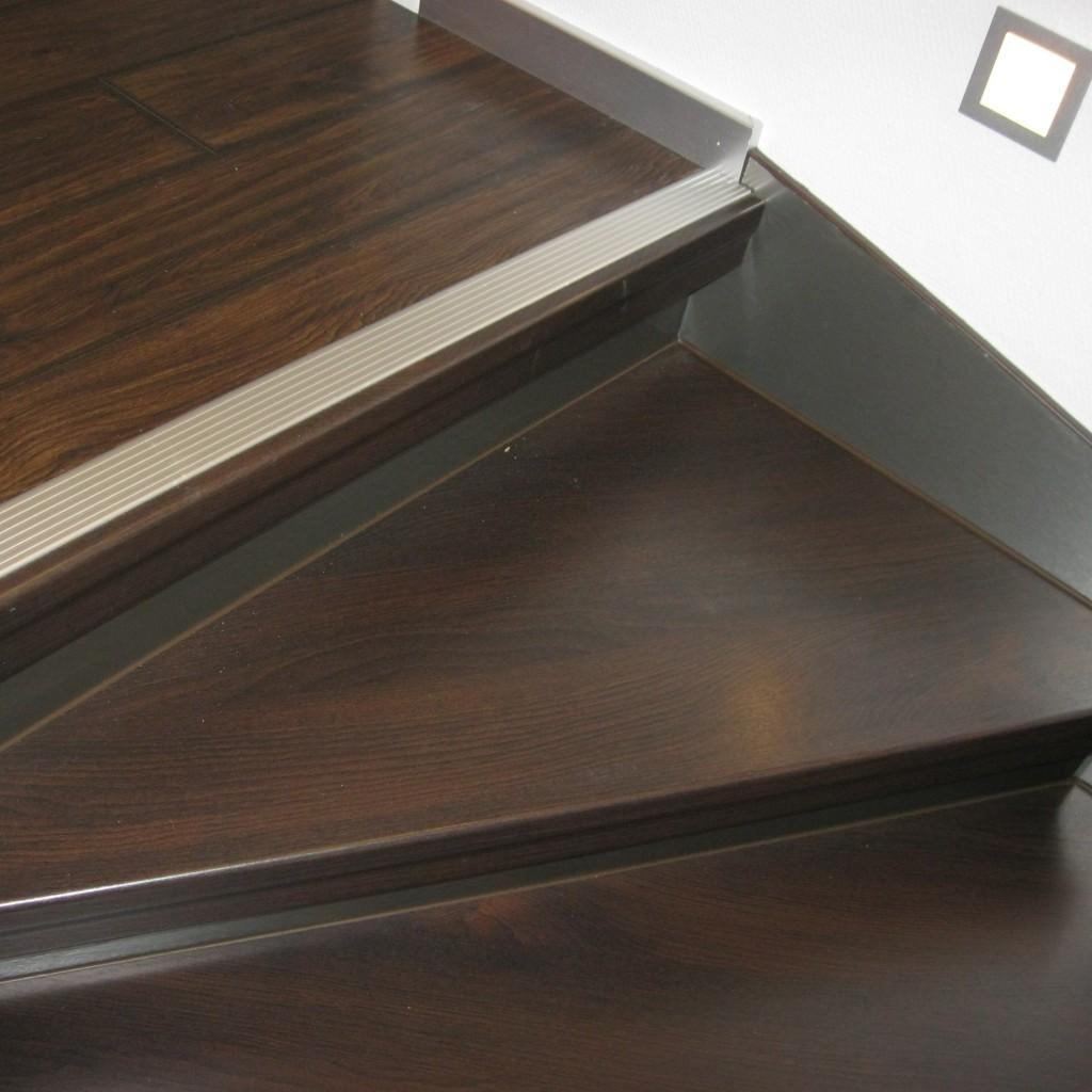 treppenrenovierung treppensanierung h bscher treppenwangen renovieren. Black Bedroom Furniture Sets. Home Design Ideas